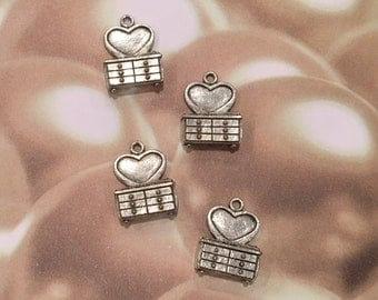 SPECIAL LISTING Heart Dresser Charms -1 pieces-(Antique Pewter Silver Finish)