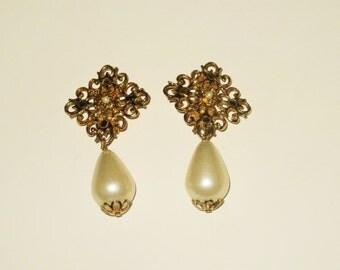 Vintage pearl earrings, teardrop earrings, gold dangle earrings