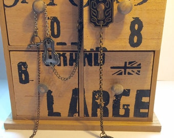 Keyholes and key necklace