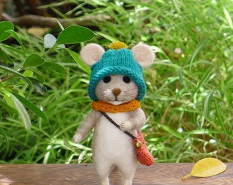 Needle felted mouse /poseable/decoration/gift/soft sculpture