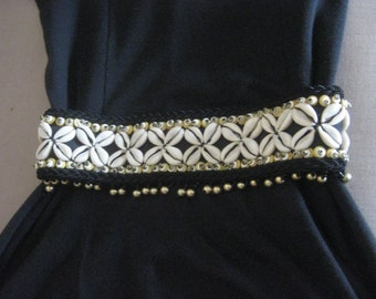 Handbeaded Belt Stretchy Cowry Shell and Beads Vintage Ethnic