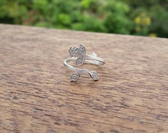 Sterling silver adustable flower ring