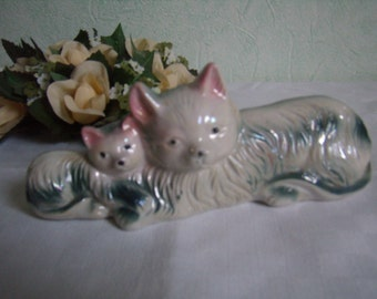Cat figurine porcelain animal figurine, Bibelot, Vintage