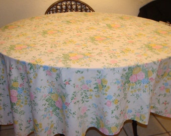 Oval Shabby Chic Cotton Tablecloth/Cabbage Roses