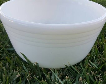 Medium sized milk glass Pyrex mixing bowl