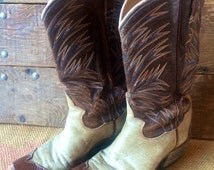 Excellent two-toned cowboy boots with awesome stitching and detail. Well-lived and ready for more!
