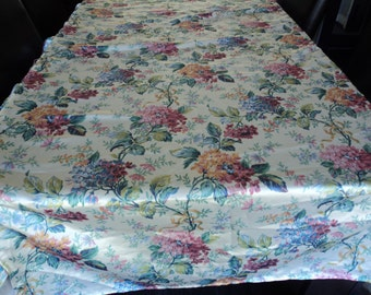 French vintage flowered single bedspread  (02101)