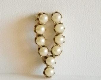 Vintage Gold Tone Pearl Wishbone Good Luck Pin Brooch