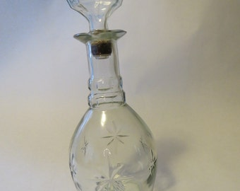 Glass decanter with starbursts
