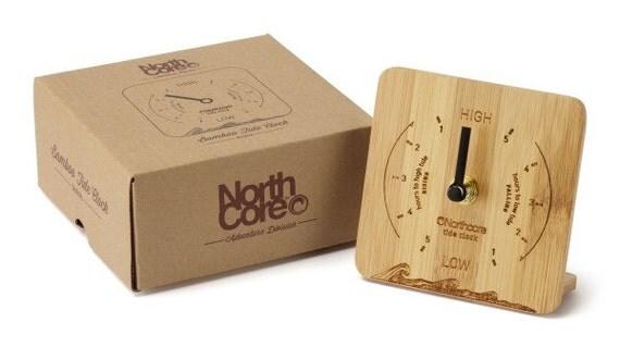 horloge de mar es northcore bureau haut sont faites de bambou. Black Bedroom Furniture Sets. Home Design Ideas