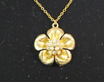 5 Petal Daisy Flower in Gold or Silver