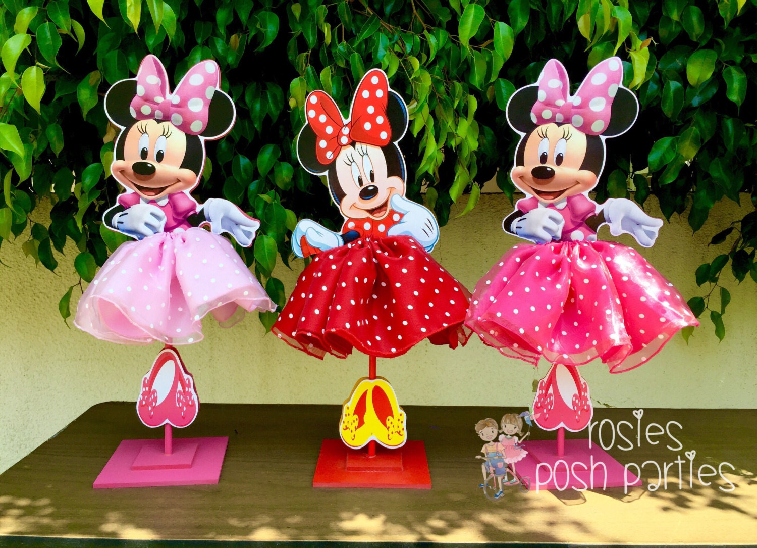 Minnie mouse birthday decoration tutu pink or red wood table for Baby birthday decoration