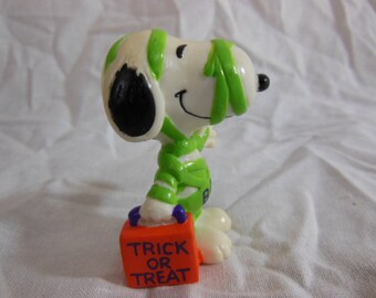 Snoopy Halloween Figurine - Vintage - Snoopy in Costume United Features Syndicate