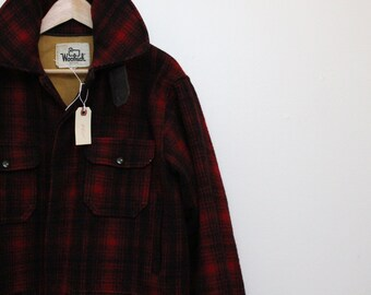 Woolrich Coat Woolrich Jacket / 1960's Vintage Woolrich Hunting Coat  / Woolrich Mackinaw Buffalo Check Red and Black Hunting Coat