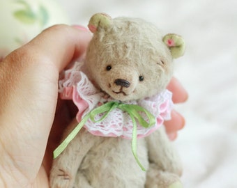 Artist Teddy Bear Tori. 4.3 inches