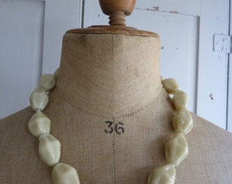 Vintage cream china beaded necklace
