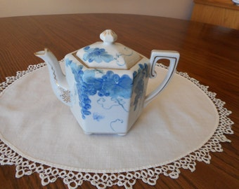 Nippon Blue Grapes and Leaves Teapot