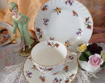 """Aynsley """"Gaiety"""" floral cup saucer plate trio, swirl design 1950 England"""