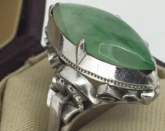 Natural Jadeite Ring in 18K White Gold. Vintage circa 1950's.