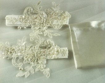 Hand made romantic garter set , tiny embroidery , strech and perfect price .
