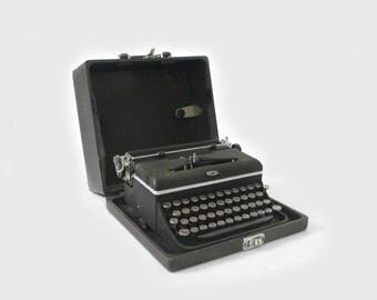 1941 Royal Typewriter D –Model D88129477