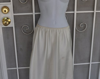 Vintage Early 90s Warners White Shin Length Half Slip with Lace Trim