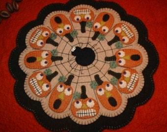 "PATTERN "" Scaredy Jacks!"" primitive pumpkin Candle Mat"