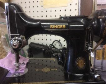 SINGER featherweight very rare 100 year anniversary model # 221-1