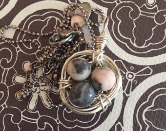 Beautiful speckeld 3 eggs in birds nest with silver chain