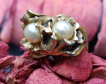 Very Rare EDLEE Signed Antique Gold-Tone and Faux Pearl Adjustable Ring