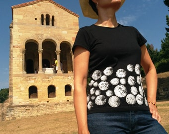 T-shirt moons. T-shirt women's fitted cut, short-sleeved and organic cotton hand painted