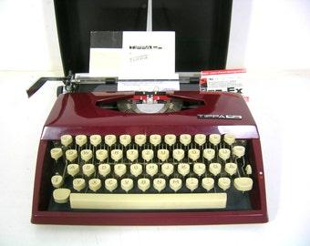 Very beautiful old portable typewriter 70 J., Triumph Tippa-S, Vintage