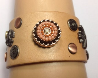 CAMEL COLOR SNAP Bracelet... Beaded  snap included..snap closure...