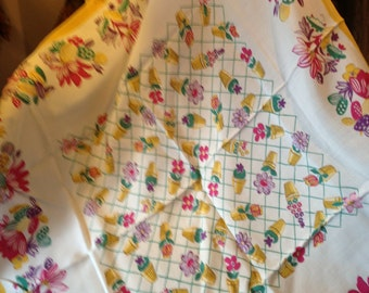 36ins sq linen 50's stunning tablecloth. Vintage. Good. Unusual