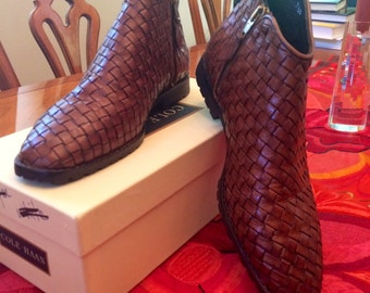 NEVER WORN vintage Cole Haan brown woven leather ankle boots. 71/2B