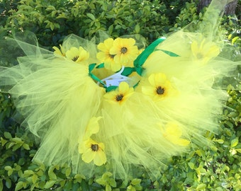 Yellow daisy tutu and matching hair clip.