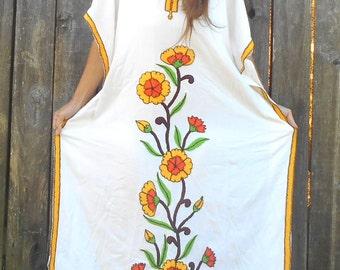 Vintage caftan // Boho caftan // Embroidery Floral caftan // White caftan // Hippie Maxi Dress  // Dress Boho Hippie Gypsy Ethnic //