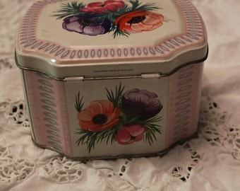 Vintage ~~ Anemone Hinged Tin ~~ Made in England
