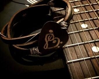 Leather bracelet, heart note pick