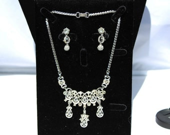 Vintage Lustern Rhinestone Necklace and clip-on Earrings