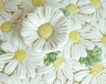 sculptured daisy metlox poppy trail covered casserole dish