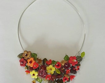 Flowers and leaves necklace