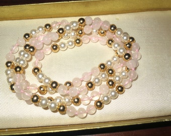 Beautiful vintage 6mm Rose Quartz and fx pearl gold beaded necklace 28 inches