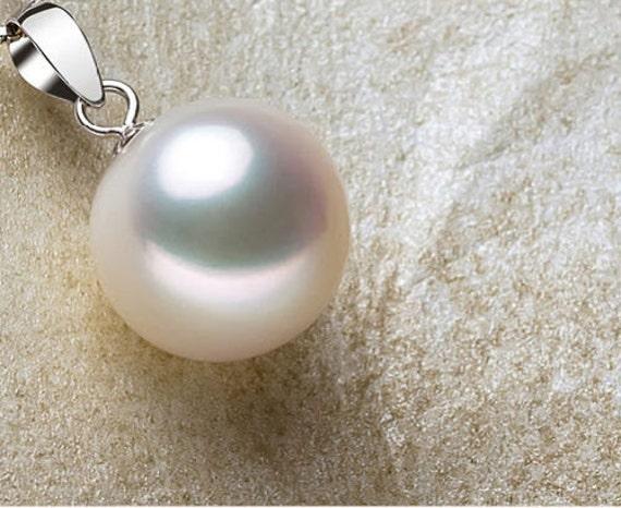 Lovely 12mm white high lustre round seashell pearl pendant