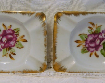 Vintage Petite Matching Ashtrays.Made in Japan
