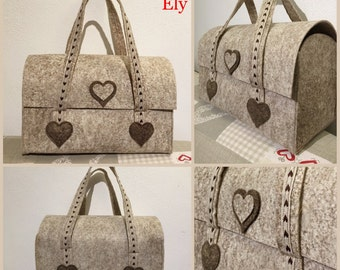 Case bag with hearts in beige
