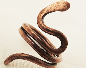 Hammered copper ring - Snake ring - Rustic copper wire ring - Spiral ring - Coil ring - Anello serpente