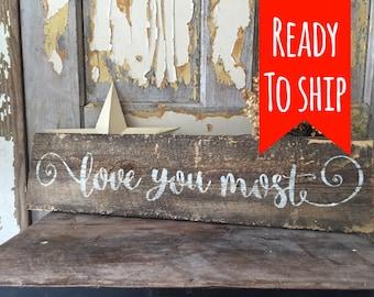 Barnboard love sign