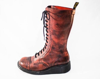 Doc Martens red lace up combat boots - Women's Doc Martens 7 - Doc Martens 8.5 - Dr. Martens combat boots - Lace up Combat boots