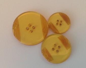 Carved Bakelite Buttons. Vintage. Barley Sugar Color. Amber Color.